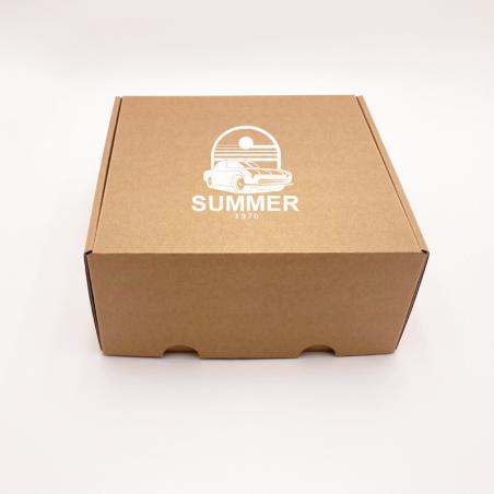 Postpack Standard Versandkarton 31,5x22,5x3 CM | POSTPACK | SIEBDRUCK AUF EINER SEITE IN EINER FARBE