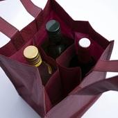 Nos sacs bouteilles en tissu non-tissé forment la solution parfaite pour transporter en toute sécurité vos plus beaux produits en verre. 🍷🍺🥃🍶Très pratiques et solides, vous pouvez aisément les utiliser pour contenir vos bouteilles les plus précieuses 🛍️Ce modèle est disponible en 2 tailles (4/6 bouteilles) et 2 couleurs ( noir ou bordeaux), avec ou sans personnalisation, à partir de 50 unités ⭐🌟#jachetebelge #ikkoopbelgisch #belgianbrand #bottlepackaging #bottlebag #bottleinbag ##winepackaging #beerpackaging #emballagebouteille #emballagebiere #bierverpakking