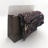 A la recherche d'une solution écologique et luxueuse pour embellir vos produits ? Les pochettes papier noblesse sont parfaites pour emballer cadeaux, vêtements, accessoires, …  Constituée de papier pelliculé, la pochette noblesse basic est disponible en plusieurs coloris et formats. Notre pochette noblesse premium quant a elle est disponible en noir et fabriquée à base de papier kraft. 🌿🌱  #packaging #paperpouches #pouch #gift #clothes #packagedesign #pouchbag #fyp